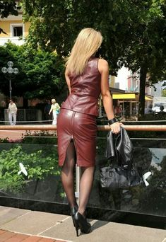 Leder The German word Leder means and corresponds to English word leather. Crazy Outfits, Sexy Outfits, Pencil Skirt Work, Look Fashion, Womens Fashion, Leather Dresses, Leather Skirts, Sexy Skirt, Latex Fashion