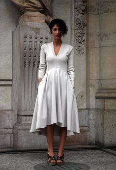 Yasmin Sewell: Stylish Girl - ilikeiwishiheartilikeiwishiheart I want this dress. Trend Fashion, Look Fashion, Fashion Design, Fashion Shoes, Girl Fashion, Pretty Dresses, Beautiful Dresses, Gorgeous Dress, Do It Yourself Fashion