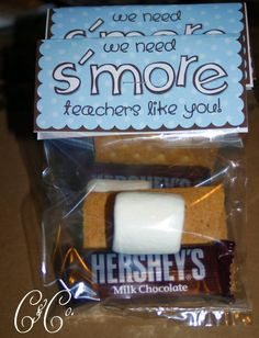"Easy S'Mores Teacher Appreciation Gift (Free Printable) Change teacher to ""Marines"" and send a bunch for your marine to share. Food Gifts, Craft Gifts, Diy Gifts, Just In Case, Just For You, Little Presents, Unique Presents, Do It Yourself Wedding, Teacher Appreciation Week"