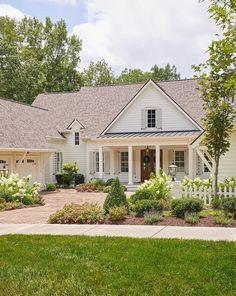 Home Design, Flur Design, Home Exterior Design, Design Ideas, Interior Design, Farmhouse Design, Modern Farmhouse, Southern Farmhouse, Southern Home Plans