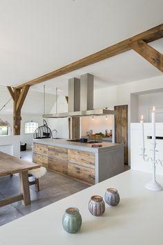 Kitchen Room Design, Modern Kitchen Design, Interior Design Kitchen, Modern Cabin Interior, Casas Containers, Cuisines Design, Küchen Design, Rustic Kitchen, House Rooms