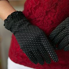 Mittens in the summer? I though that was a big Nope. But obviously it can look pretty good. Maybe it would be good with lace on the palm to get better grip and prevent sweat. hmm. I know she has...