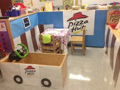 Pizza Hut pretend and learn Pizza Role Play, Piza Hut, Preschool Classroom, Preschool Ideas, Pizza Project, Restaurant Themes, Pizza Day, Dramatic Play Centers, Old Room