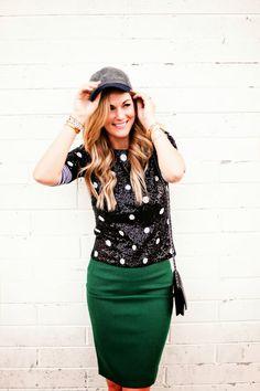 Emerald green pencil skirt, black polka dot sequin top with striped tee underneath Fashion 101, Autumn Fashion, Female Fashion, Skirt Outfits, Cute Outfits, Sequin Shirt, Sequin Top, Green Pencil Skirts, Look Chic