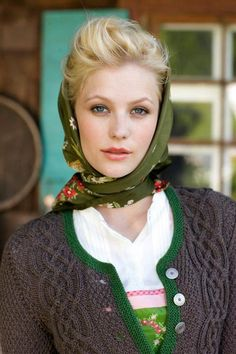 Lovely celtic cable stitch Neue Heimat (Photo: Petra Obermueller, Styling Betina Pohl)