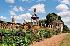 Dans les jardins, Montacute House (XVIe), Montacute, South Somerset, Angleterre, Royaume-Uni.