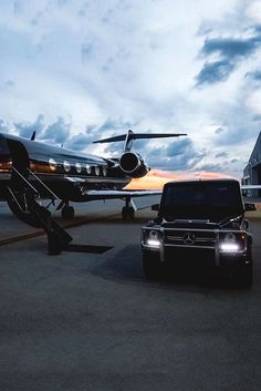 Mercedes-Benz G-Wagon and a private jet - The only way to go. Jets Privés De Luxe, Luxury Jets, Luxury Private Jets, Lamborghini Gallardo, Lamborghini Diablo, Jet Privé, Billionaire Lifestyle, Luxe Life, Best Luxury Cars