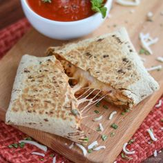 http://twohealthykitchens.com/2016/01/28/easy-chicken-parmesan-wraps/