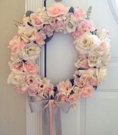 gorgeous wedding wreath!