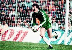 First goalkeeper who blocked 4 penalties