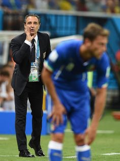 Cesare Prandelli of Italy gives instructions during the 2014 FIFA World Cup Brazil Group D match between England and Italy at Arena Amazonia on June 14, 2014 in Manaus, Brazil.