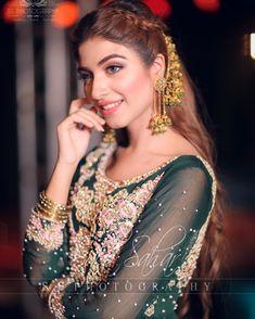 Pakistani Party Wear Dresses, Bridal Mehndi Dresses, Pakistani Wedding Outfits, Pakistani Girl, Pakistani Actress, Desi Wedding, Wedding Looks, Bridal Looks, Beautiful Women Videos