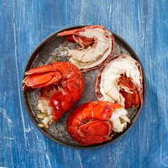 Quick Facts : Lobster Nutrition •Maine lobster is packed with protein •1 Cup of cooked lobster meat contains 28 grams of protein, 129 calories, and 1  gram of fat •Lobster contains: Calcium, Vitamin A, Iron, Copper, Zinc, Phosphorus, Selenium •It also contains: Vitamin B & B12 which help to support healthy brain functions •Choline helps increase the development of your brain's neurotransmitters, keeping  neurodegenerative diseases at bay •Protein rich foods like lobster give your body ener Cooked Lobster, Lobster Meat, How To Cook Lobster, Lobster Tails, Best Lobster Tail Recipe, Lobster Recipes, Lobster Dinner, Lobster Bisque, Gourmet