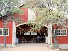 Red Barn Texas Wedding Venue | photography by http://michelleboydphotography.com