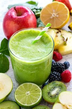 Essential tips on how to make a smoothie. It's important to understand the right ratio of ingredients to ensure a thick, but sippable nutrient-packed drink. – Rebel Without Applause Diet Smoothie Recipes, Smoothie Diet, Fruit Smoothies, Healthy Smoothies, Superfood Smoothies, Detox Smoothies, Healthy Drinks, Almond Milk Yogurt