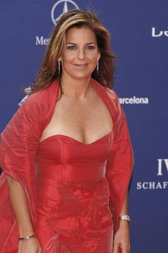 Former tennis great Arantxa Sánchez Vicario looking very sexy as she arrives at the 2006 Laureus Sports awards in Barcelona, Spain. Arantxa is showing some serious cleavage here!