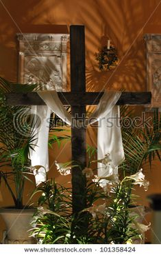 Beautiful holy wood cross draped with white cloth in Catholic church by Chad Zuber, via ShutterStock Altar Flowers, Church Flowers, Church Altar Decorations, Church Stage, Church Lobby, Cross Pictures, Easter Religious, Easter Story, Palm Sunday