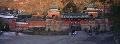 Sabrina et Roland Michaud / Agence AKG  L'Orient de Sabrina et Roland Michaud : Temple Zixio des Nuages pourpres, époque Ming   http://www.photo.fr/diaporamas/l-orient-de-sabrina-et-roland-michaud.html
