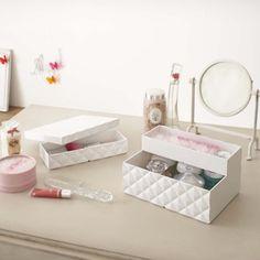 Förvara ditt smink eller dina accessoarer i en snygg ...