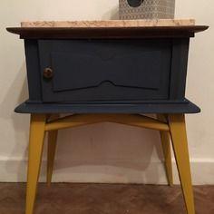 Le chevet vintage relooké jaune & bleu