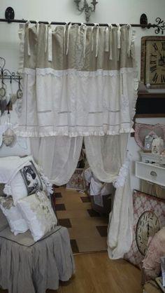 Rideaux en étamine de lin et cantonnière avec un drap ancien www.larretdeco.fr