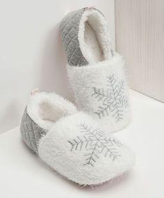 Slippers for women Sleepwear Collection - Women Slippers - Ideas of Women Slippers Creative Shoes, Bedroom Slippers, Pajama Outfits, Cute Slippers, Online Shops, Easy Sewing Patterns, Slipper Boots, Shoe Art, Sleepwear Women