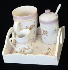 Porcelana Pintada A Mano Souvenirs Tazas Teteras Y Mas Porcelain Ceramics, China Porcelain, China Clay, Teapots And Cups, Chocolate Coffee, Tea Accessories, Ceramic Painting, Bottle Art, Tea Time