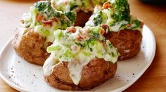 The Ultimate Stuffed Potato : Recipes : Cooking Channel Recipe . Cooking Channel serves up this The Ultimate Stuffed Potato recipe from Tyler Florence plus many Food Network Uk, Food Network Recipes, Cooking Recipes, Sweet Potato Side Dish, Potato Side Dishes, Jacket Potato Recipe, Tyler Florence Recipes, Stuffed Baked Potatoes, Mashed Potatoes