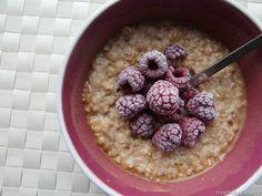 oatmeal with cinnamon & raspberries
