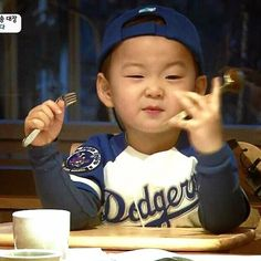 Gaul men Cute Kids, Cute Babies, Baby Kids, Song Il Gook, Triplet Babies, Superman Kids, Man Se, Song Daehan, Song Triplets