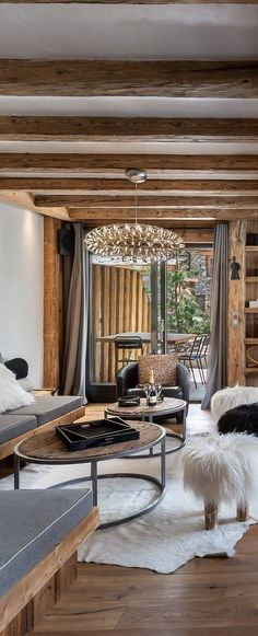 A mountain home should be comfortable, warm, and inviting. Oversized furniture layered with pillows and throws. #rusticdesign #rusticinteriors #mountainlivingroom #decoratingideas #homedecor Mountain House Decor, Modern Mountain Home, Modern Rustic Decor, Rustic Design, Oversized Furniture, Barn Renovation, Reclaimed Furniture, Lodge Style, Rustic Interiors