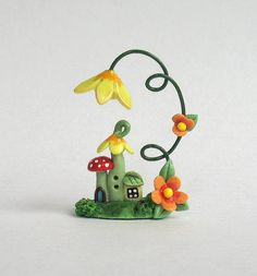 Mini house, mushroom under flower - Polymer clay - no tutorial, for sale at Etsy