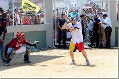 """Fotos: Las """"canillas"""" de Capriles Radonski - http://www.leanoticias.com/2012/11/05/fotos-las-canillas-de-capriles-radonski/"""