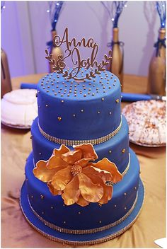 Blue and Gold Wedding Cake  | The Budget Savvy Bride