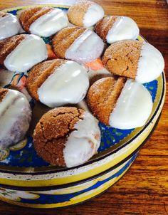 Ek bak graag  in die winter gemmerkoekies, gedruk in witsjokolade, vir die koekieblik.
