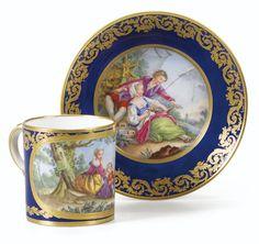 Gobelet litron et sa soucoupe en porcelaine tendre de Sèvres du XVIIIe siècle, datés 1779