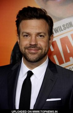"""Jason Sudeikis Photos - Jason Sudeikis at the Los Angeles premiere of """"Hall Pass"""" held at the ArcLight Cinemas Cinerama Dome, Los Angeles. - Premiere of 'Hall Pass' Jason Sudeikis, Celebs, Celebrities, Good Looking Men, Famous Faces, Perfect Man, Man Crush, Funny People, In Hollywood"""