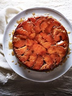 Try our quince and honey cake recipe. Quinces and honey are a great autumnal flavour combination. An easy quince fruit and honey cake that looks impressive. Honey Recipes, Fruit Recipes, Sweet Recipes, Baking Recipes, Cake Recipes, Dessert Recipes, Desserts, Kitchen Recipes, Soup Recipes