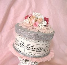 Gift wrapping idea for all my musiclovers Like the wrap and the different top - but without flowers as simplicity rocks my world box Paper Cake Box Paper Crafts, Diy Crafts, Paper Cake, Pretty Box, Altered Boxes, Box Cake, Trinket Boxes, Christmas Crafts, Craft Projects