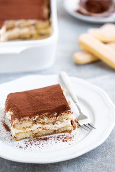 Learn how to make classic Tiramisu, one of the most traditional Italian desserts takes only 20 minutes to make with just 7 ingredients! Brownie Desserts, Oreo Dessert, Mini Desserts, Italian Desserts, Easy Desserts, Italian Recipes, Tiramisu Dessert, Italian Cooking, Tiramisu Recipe Without Eggs