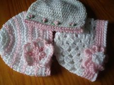 FREE A Trio of Pretty Baby Hats Free Pattern