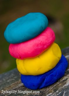 Two Plus Jilly: Homemade Playdough