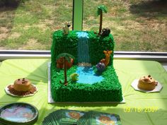 Here's the cake Andrew picked out..... looks fairly simple!