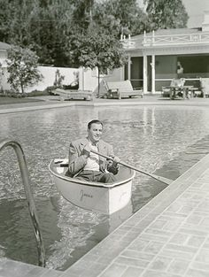 Jack Benny in his pool at the North Roxbury home Hooray For Hollywood, Golden Age Of Hollywood, Vintage Hollywood, Hollywood Glamour, Classic Hollywood, Jack Benny, Classic Movie Stars, Celebrity Houses, Cool Pools