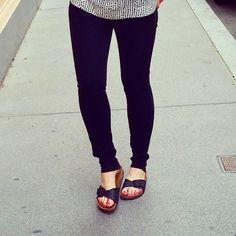 Birkenstock - black Skinny Jeans Birkenstock Mayari, Black Skinnies, Fashion Inspiration, Skinny Jeans, Sandals, Shoes, Skinny Fit Jeans, Slide Sandals, Shoes Sandals