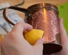 Cómo limpiar el cobre | Decoración Limpieza Natural, Bronze, Moscow Mule Mugs, Cleaning Hacks, Tableware, Suitcase, Packing, Cleaning, Tips