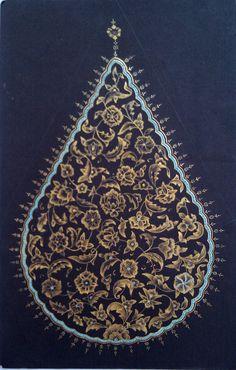 Damla formunda tasarladığım ve 23 karat altınla te. Scroll Pattern, Pattern Art, Arabesque, Islamic Art Pattern, Turkish Art, Islamic Art Calligraphy, Arabic Art, Persian Carpet, Art And Architecture
