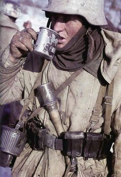 "MUY Historia on Twitter: ""Soldado alemán. Stalingrado. 1942. #WW2 #Historia http://t.co/BMCi1evqXE"""