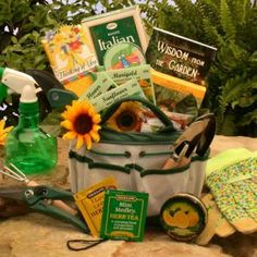 Perfect For A New Or Experienced Gardener The Weekend Tote Gift Set