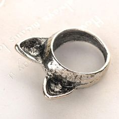 Wrap your finger with this cat ring Lynn Duarte!